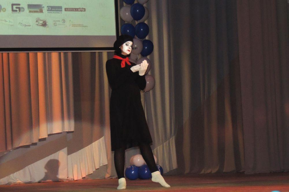 Пантомима в исполнении Оксаны Нестеровой.