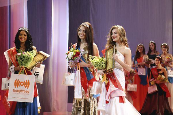 Три вице-мисс конкурса - Анастасия Яковлева, Виолетта Чиковани и Анастасия Калюжная.