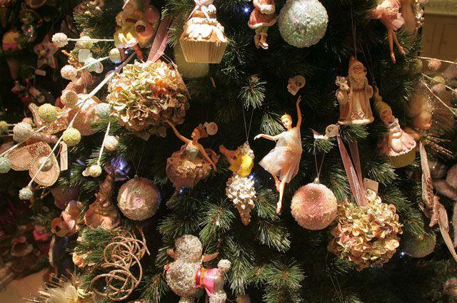 Новогодняя ёлка - едва ли не главное украшение на праздник.