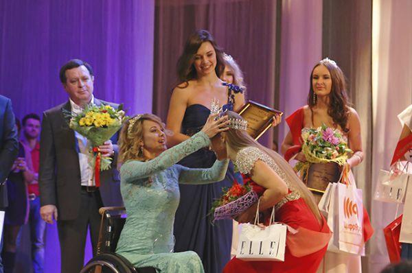 Награждение победительницы Анастасии Баранник