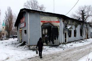 Станция технического обслуживания автомобилей, сгоревшая в результате обстрела украинскими силовиками