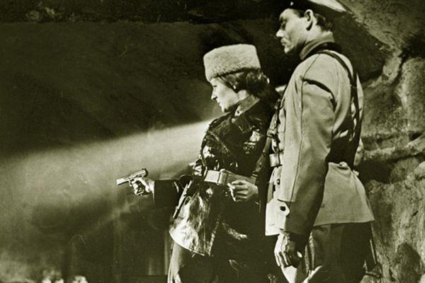 Светлана дебютировала в кинематографе в 1955 году как актриса в роли красавицы-продавщицы Сони Божко в фильме «За витриной универмага». С 1955 по 1965 годы была актрисой Центральной студии киноактёра и киностудии имени М. Горького.