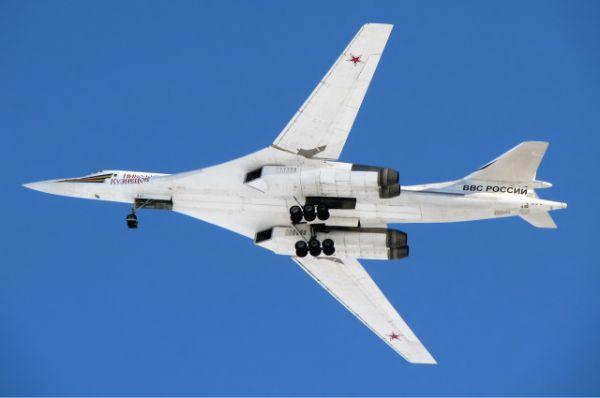Ту-160 оснащен ракетами Х-55СМ с ядерной боеголовкой.  Дальность полета каждой ракеты – около 2500 км.