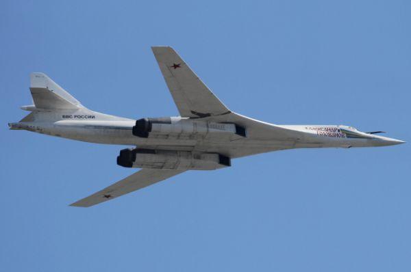 Максимальная скорость полета Ту-160 - 2 220 км/ч, а дальность полета без дозаправки - 12 300 км.
