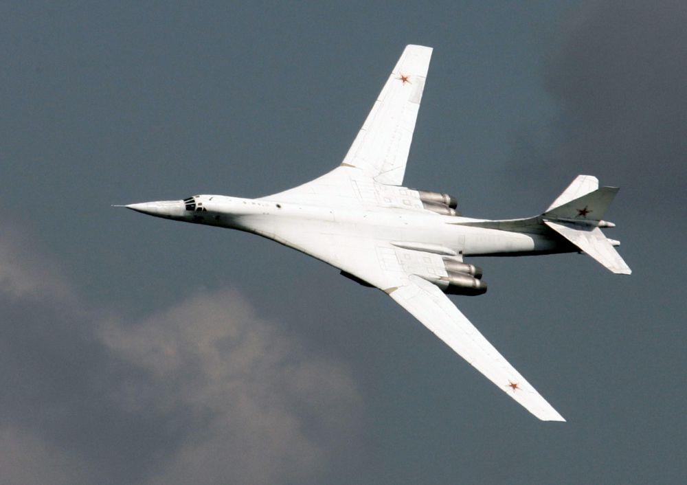 Российские летчики прозвали Ту-160 «Белым лебедем», а по кодификации НАТО он называется Blackjack («дубинка»).
