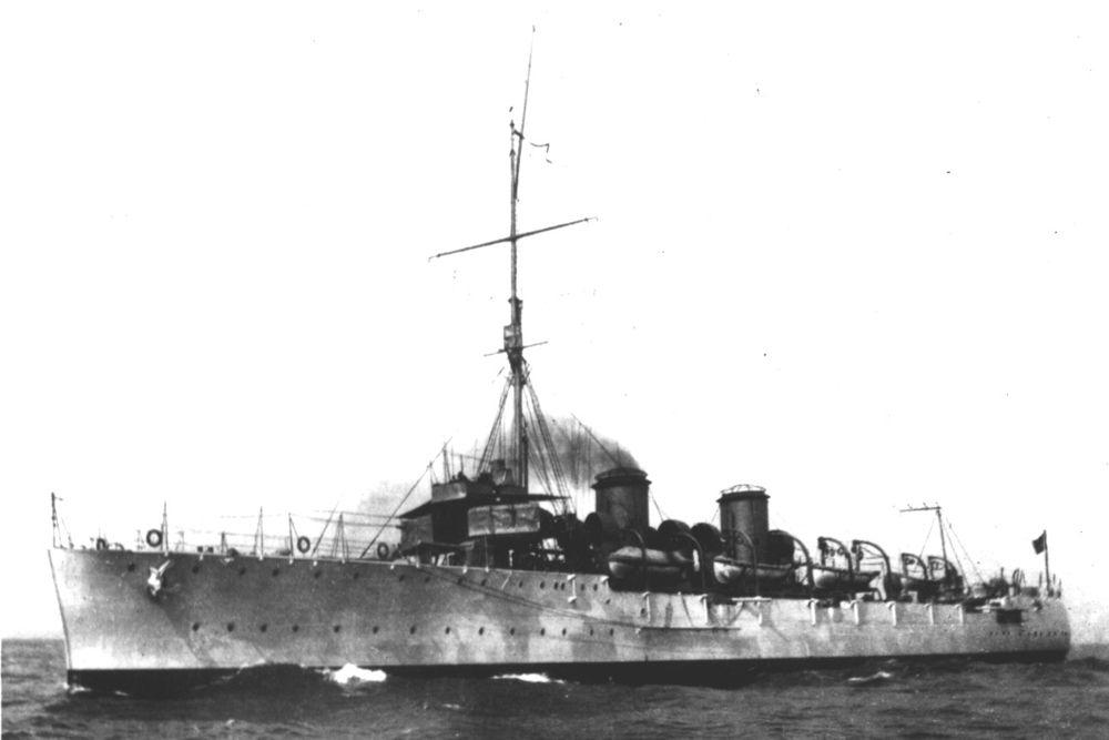 Через два месяца после окончания войны, во время учений, крейсер «Байя» погиб года при странных обстоятельствах. При ясной погоде, мощный взрыв привел к затоплению корабля в течение нескольких минут. Погибло, по разным источникам, от 333 до 337 членов экипажа. По одной версии «Байя» погиб от детонации погребов боезапаса (непонятно что её вызвало), по другой версии — был потоплен неизвестной подводной лодкой, по третьей версии взрыв произошёл в результате случайного попадания из зенитного пулемёта в партию глубинных бомб на корме крейсера.