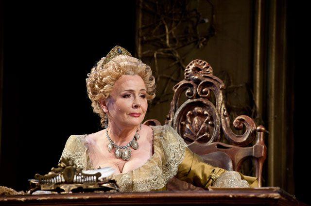 Заслуженная артистка России Татьяна Лебедева (Екатерина II) в сцене из спектакля «Театр Императрицы»