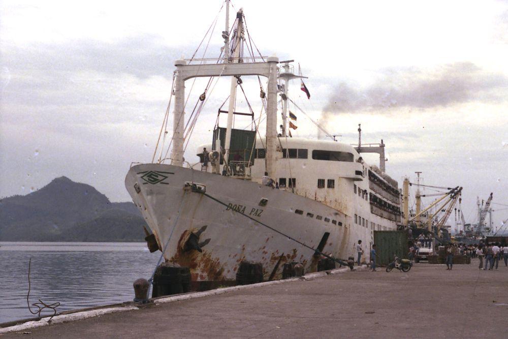 «Донья Пас» — зарегистрированный на Филиппинах пассажирский паром, затонувший 20 декабря 1987 года после столкновения с танкером «Вектор». При этом погибло примерно 4375 человек, что делает эту морскую катастрофу крупнейшей в мирное время.