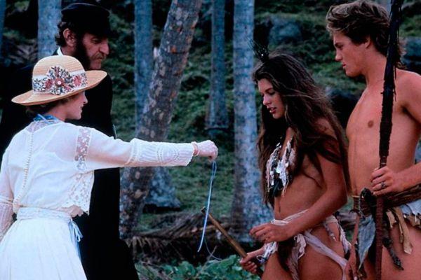 В кино Мила впервые появилась в 13 лет в эпизодической роли в фильме Залмана Кинга «Слияние двух лун». Но уже в следующей полноценной картине «Возвращение в голубую лагуну» ей достается главная роль. На тот момент Йовович было только 15 лет.