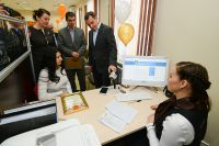 Оператор МФЦ поможет оформить различные документы.