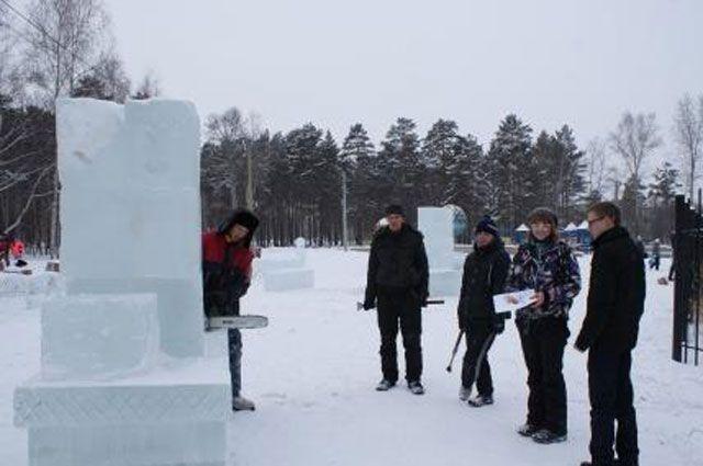 Участники конкурса ледовых скульптур «Ангарск – зимняя сказка».
