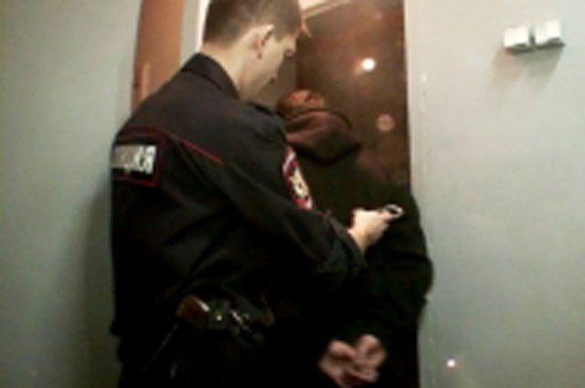 Омичи содействовали задержанию гражданина, находящегося в розыске.