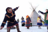 Этнические танцы на Чумовой улице.