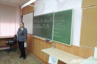 Зарплата учителя должна быть не ниже 30 000 рублей.