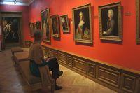 В зале заподноевропейского искусства стало уютно.
