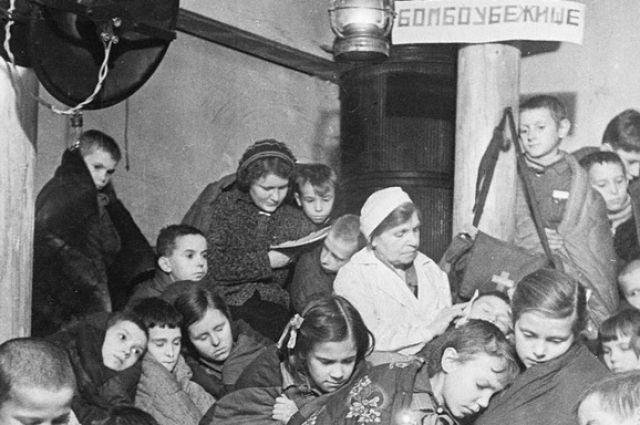 У этих детей вместо детства были бомбёжки, голод и смерть.