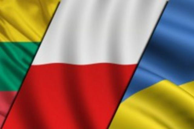 Флаги Украины, Польши и Литвы