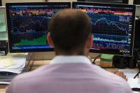 Сотрудник в офисе московской биржи.