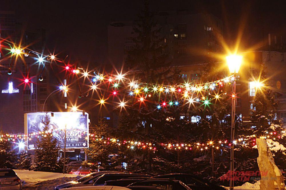 На улицах сверкают предпраздничные фонари...
