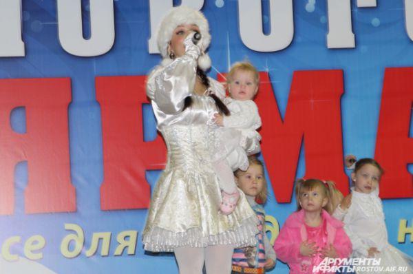 Юлия Девятова со своей дочкой Матроной танцевали со зрителями - главный момент соревнований, сердце судей дрогнуло в этот момент.