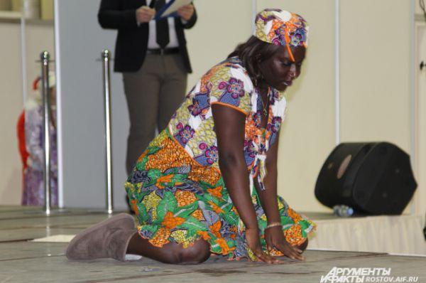 Номер с перевоплощением Снегурочки в девушку в национальном костюме Чада зрители встретили без апплодисментов.