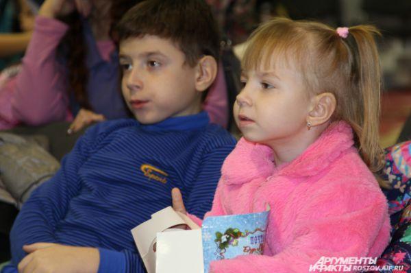 Маленьким зрителям понравились танцы и новогодние представления.