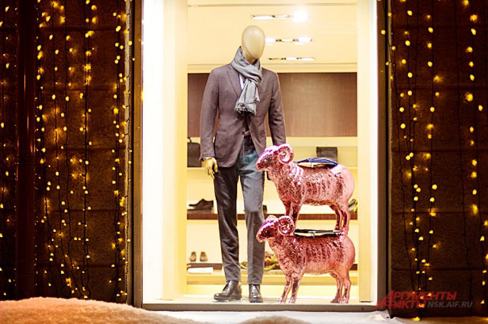 2015 - год Синей овцы. Это милое животное теперь можно увидеть везде.