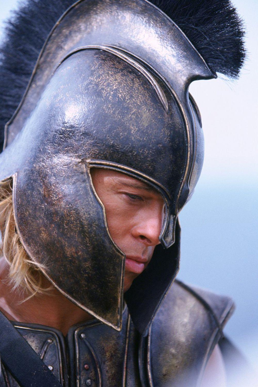 2004 год. Брэд Питт исполнил одну из ключевых ролей в исторической драме «Троя»