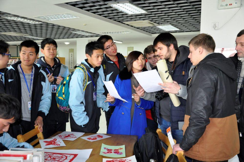 Оказалось, что у китайских и русских ребят много общего. У них примерно одинаковый уровень образования, схожие интересы. Завязалась крепкая дружба. Теперь пермяки переписываются с китайскими друзьями по интернету.
