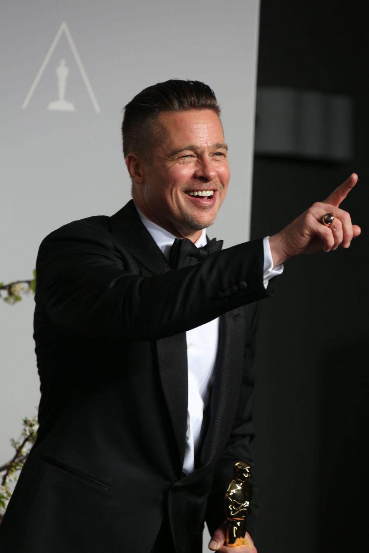 2014 год. Брэд Питт позирует в пресс-центре 86-й церемонии вручения премии «Оскар» в Лос-Анджелесе (США)