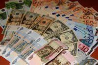 Казахстанцы меняют в Омске доллары на рубли и скупают машины и квартиры.