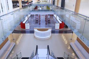 Обстановка, оборудование, дизайн - всё соответствует общему стилю и заданному направлению сети Fitness One.