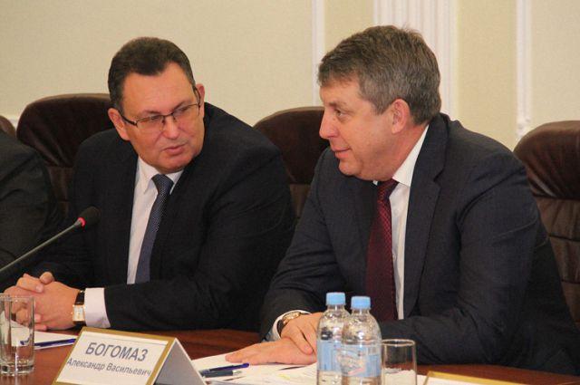 Ректор БГУ имени Петровского Андрей Антюхов (слева).