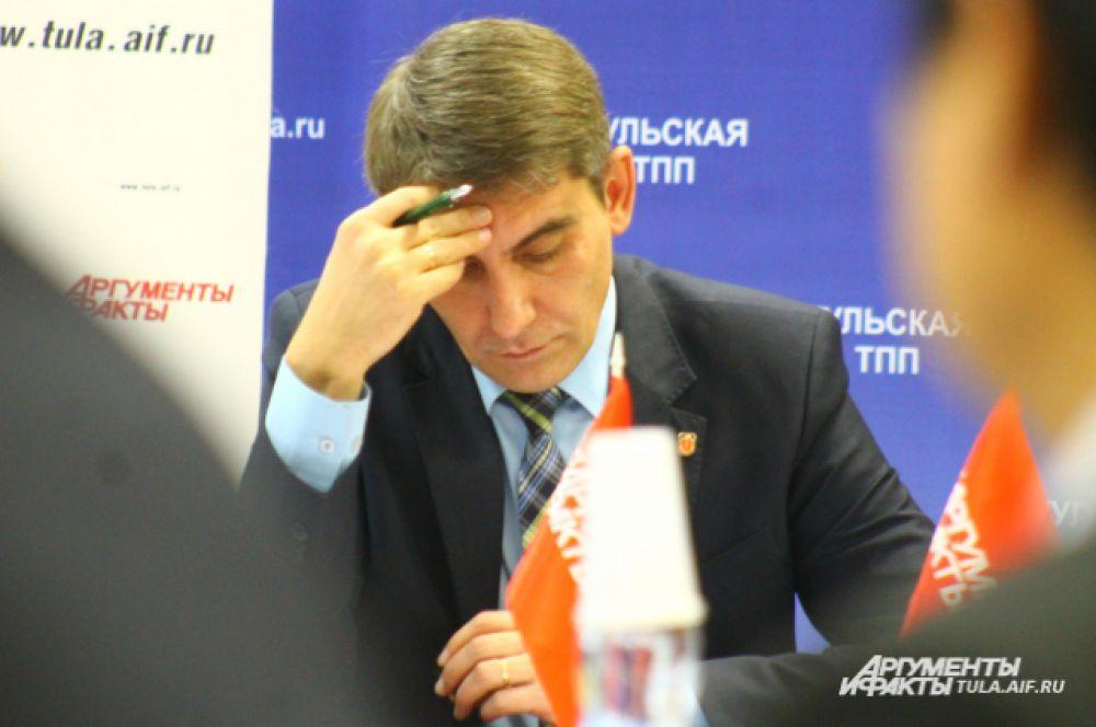 Министр сельского хозяйства правительства Тульской области Дмитрий Миляев продумывает каждое прозвучавшее в ходе круглого стола предложение.