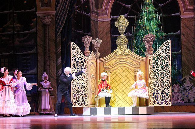 Сцена из балета «Щелкунчик».
