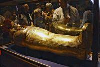 Золотой саркофаг Тутанхамона в Египетском музее в Каире.