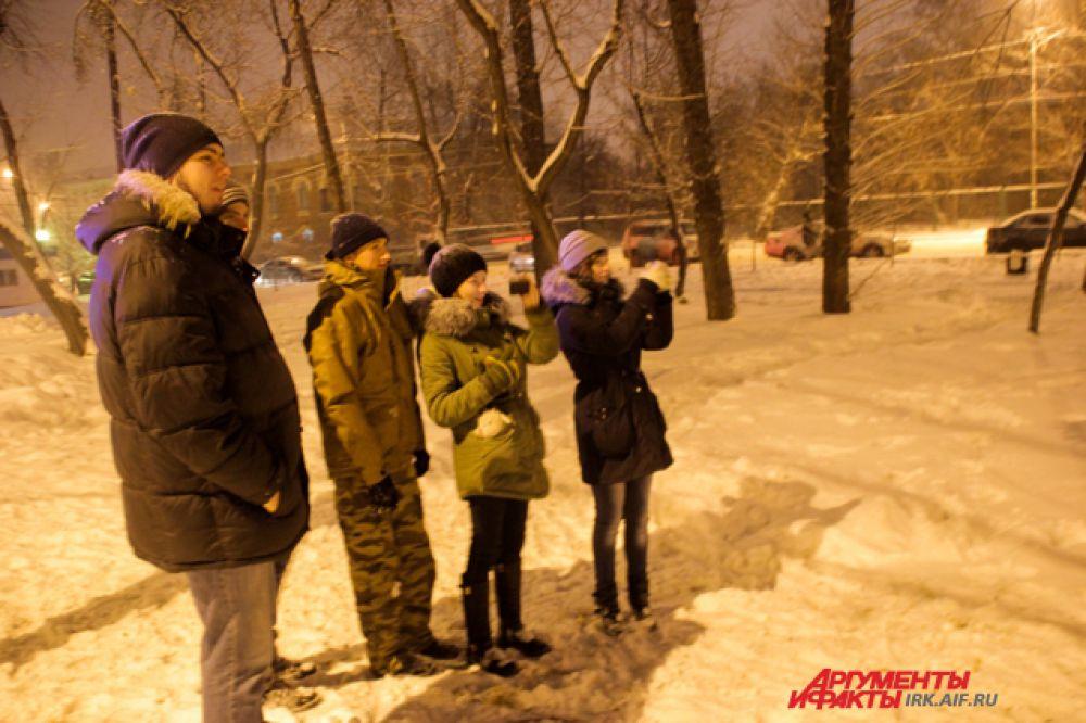 Несмотря на довольно сильный снег, иркутяне пришли на октрытие.