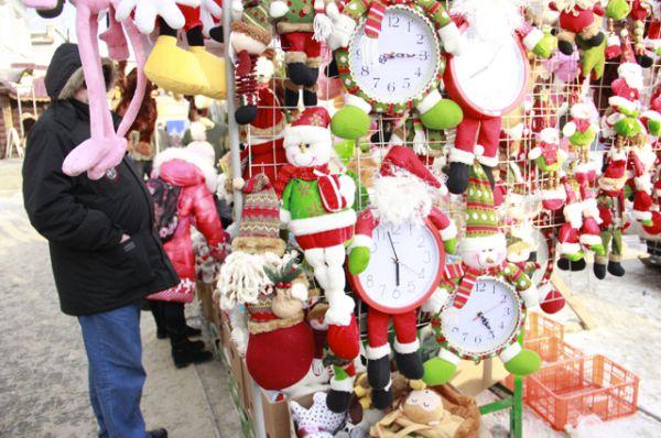Новогодние сувениры как всегда на Центральном рынке на любой вкус.
