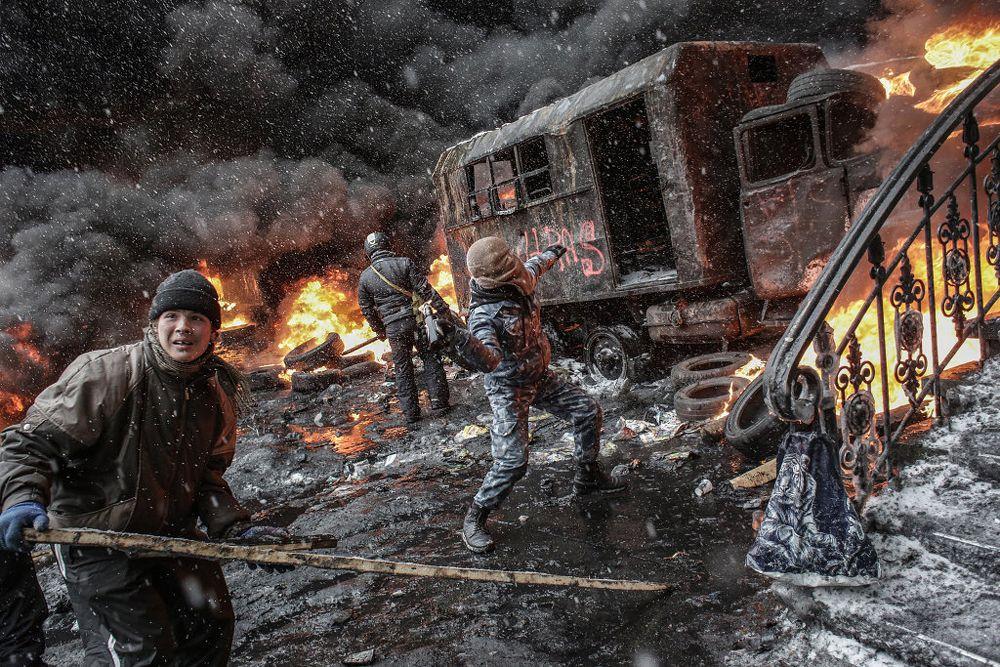 Сторонники евроинтеграции Украины принимают участие в столкновениях с подразделениями милиции в центре Киева.