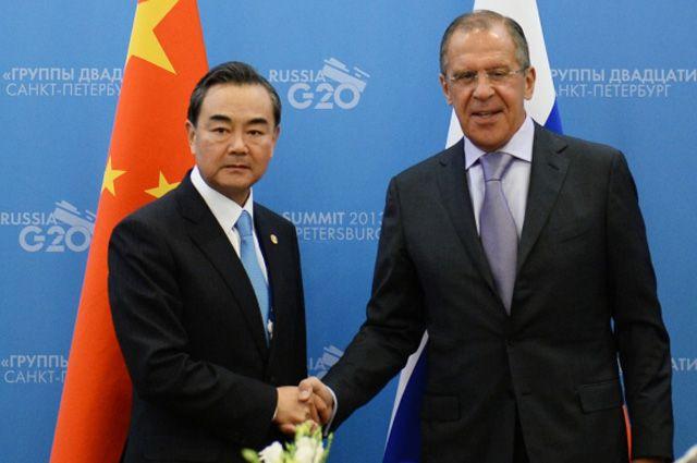 Министр иностранных дел Китая Ван И и министр иностранных дел РФ Сергей Лавров.