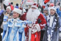 Второй марш Дедов Морозов и Снегурочек в Ангарске.