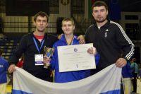 Максим Войтов (в центре)