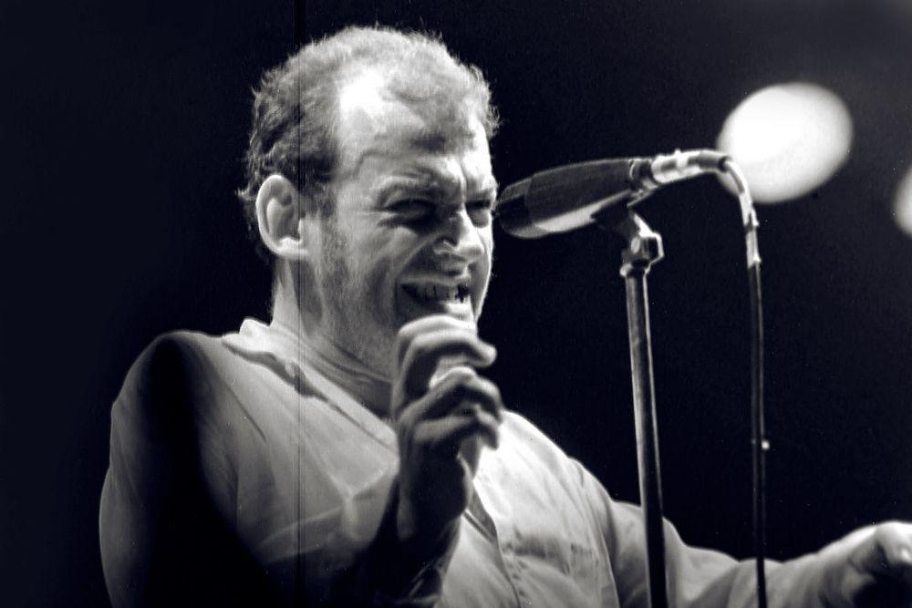 В 1963 году Кокер и его команда выступили на сцене Шеффилдского сити-холла перед концертом The Rolling Stones. В 1964 году он записал свой первый сингл, песню The Beatles «I'll Cry Instead».