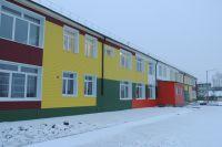 Заканчивается восстановление взятого на муниципальный баланс здания бывшего железнодорожного детского сада на 140 мест в Вихоревке, который был закрыт в 90-е. В 2015 году сюда приведут малышей.