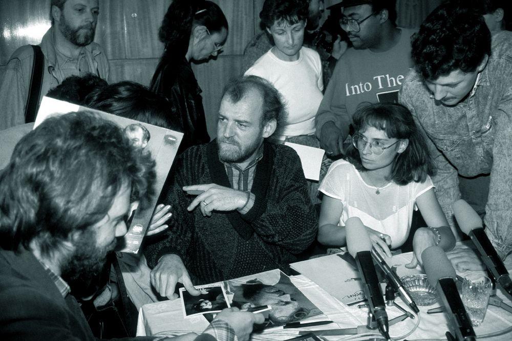 Весной 1969 года Grease Band отправились в свой первый тур по США. Журнал Life очень своеобразно охарактеризовал имидж Кокера, назвав его «голосом всех слепых плакальщиков, сумасшедших попрошаек, несчастных калек, которые бродят по улицам. Кокер выразил то, что творится у них в душе и о чем никто не знает, то, что сами они никогда не сумели бы высказать».