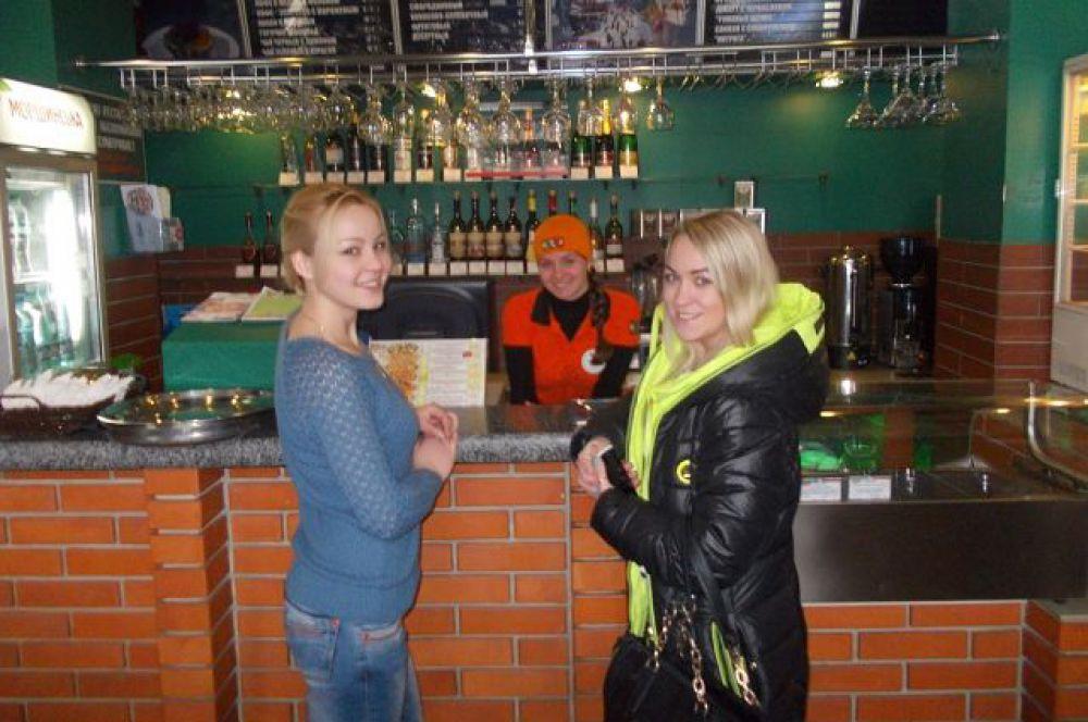 А жизнь продолжается... В одном из кафе Перевальска.