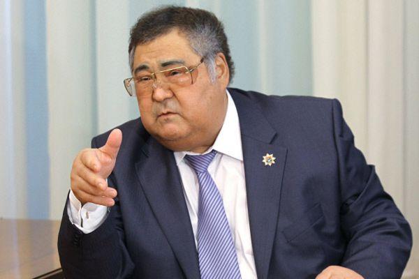 Губернатор Кемеровской области Аман Тулеев один из самых стабильных губернаторов. Он на протяжении года стабильно удерживал свои позиции в рейтинге.