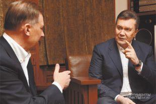 Николай Зятьков и Виктор Янукович во время интервью