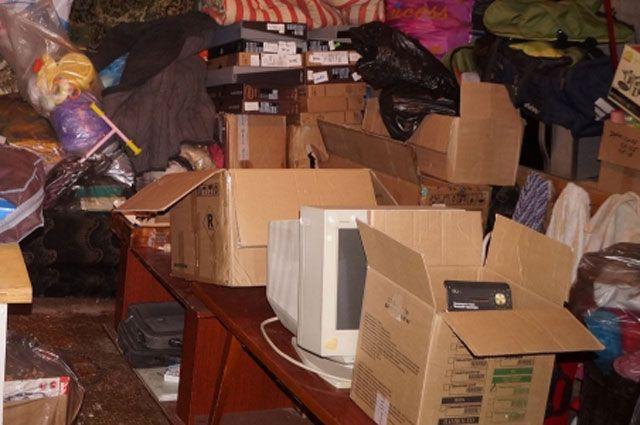 Похищенный товар на 6 млн рублей спрятали в гараже.