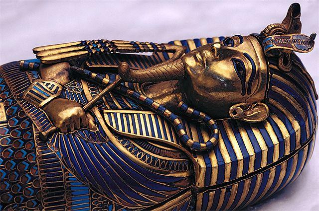Погребальная маска Тутанхамона из чистого золота.